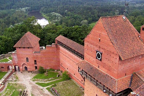 замки латвии